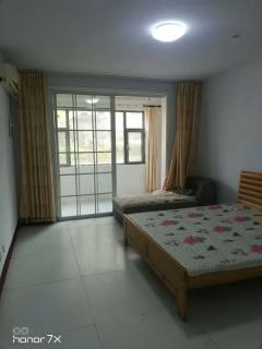 (城东)普利斯花园1楼带院168平4室2800元/月简装修