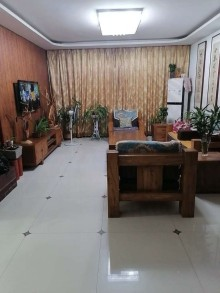 王府馨园3室2厅1卫146m²豪装二楼带车库储藏室116万