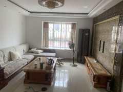 中央花园3室2厅2卫136m²精装修带储藏室125万