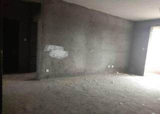 清华佳苑 旗城学 区 一楼带院140平 三室两厅
