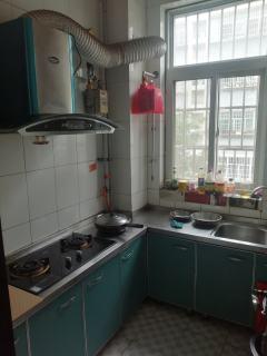 王府馨园2楼家具家电齐全有网电视洗衣机空调冰箱热水器暖气