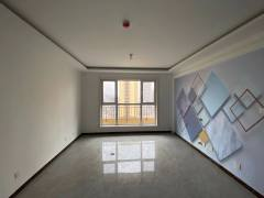 龙苑11楼三室两厅精装未住115平带储藏室契税满两年