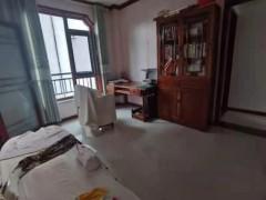 益青园3楼120平精装带家具家电带位储藏室199万出售